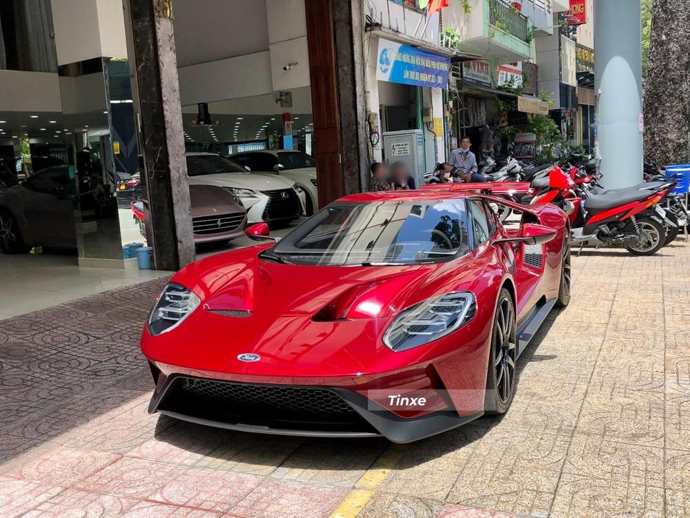 Hiện đây là 1 trong 2 chiếc siêu xe Ford GT về Việt Nam