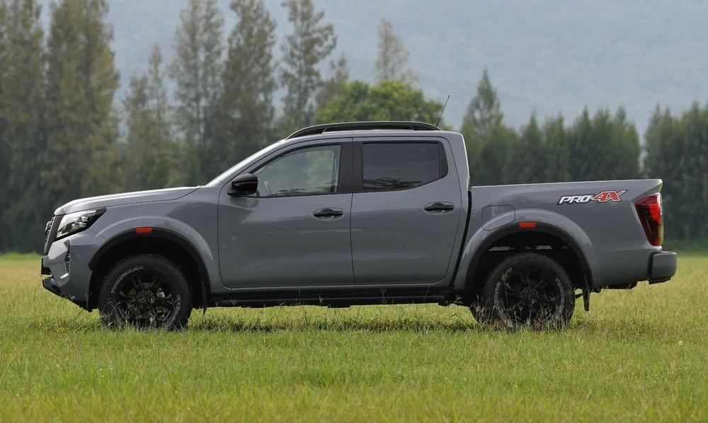 Nissan Navara 2021 sẽ tiếp tục được nhập khẩu nguyên chiếc từ Thái Lan.