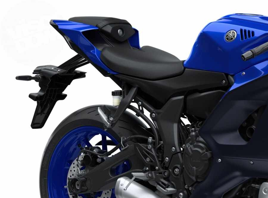 Đuôi xe đẹp mắt với yên 2 tầng, lốp 180 trên Yamaha R7 2021