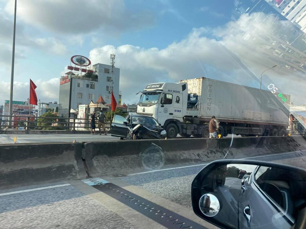 Hiện trường vụ tai nạn trên cầu Lạch Tray