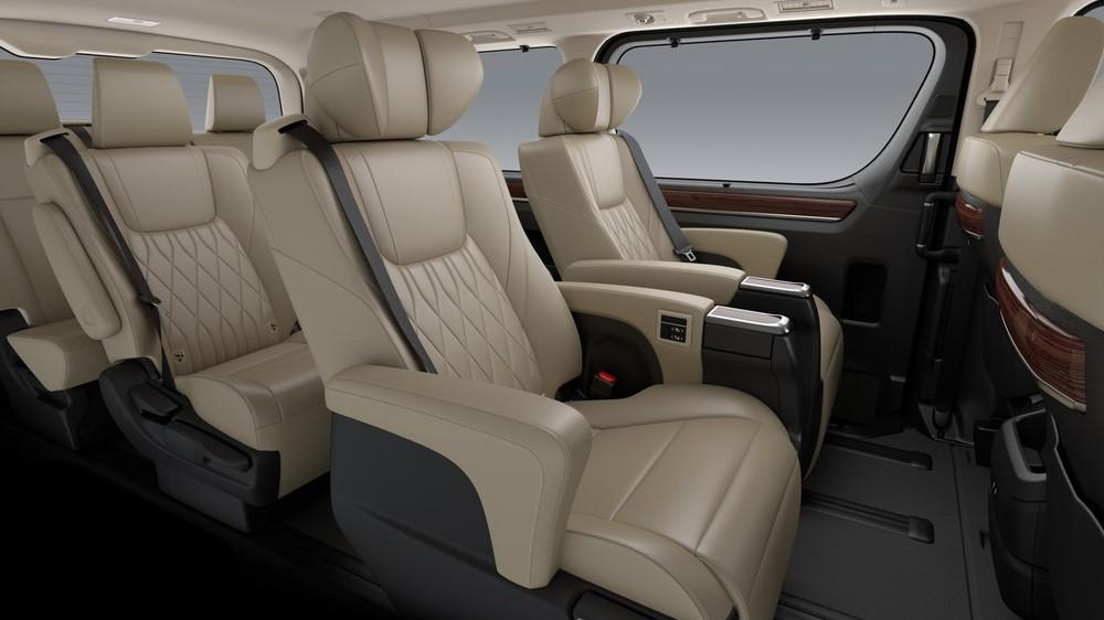 Hàng ghế ngồi trên Toyota Granvia đều được bọc da
