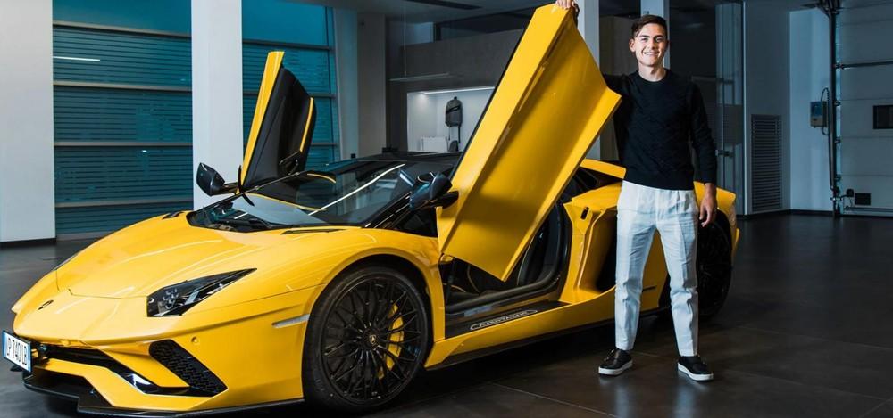 Siêu xe Lamborghini Aventador S LP740-4 Roadster của Paulo Dybala có màu vàng