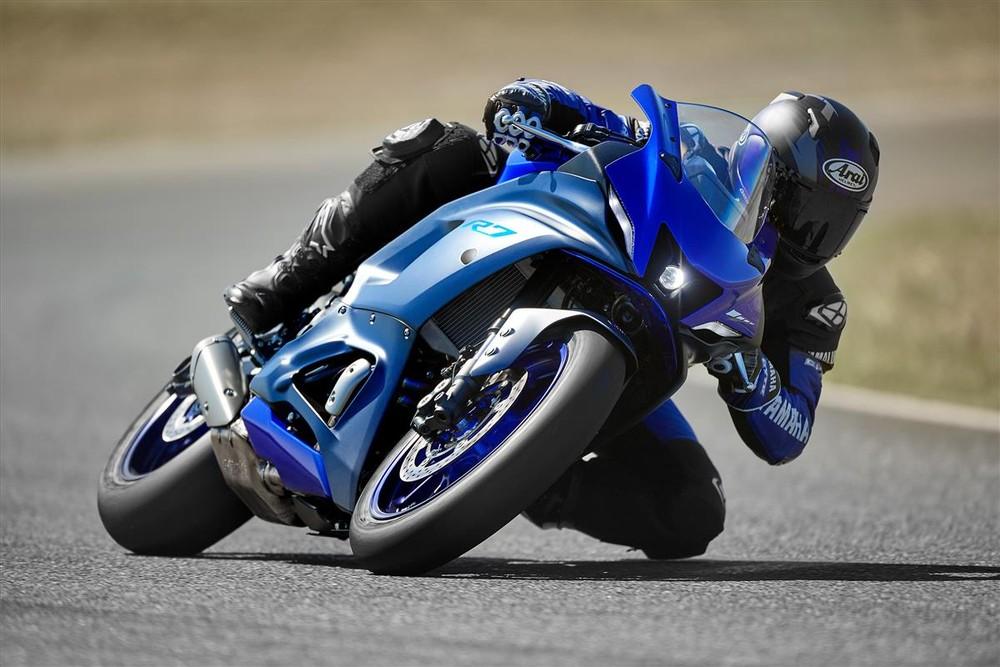 Yamaha R7 ra mắt với ngoại hình tuyệt đẹp, trang bị hàng hiệu