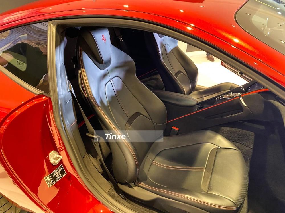 Khoang nội thất siêu xe Ferrari Roma theo kiểu 2+2