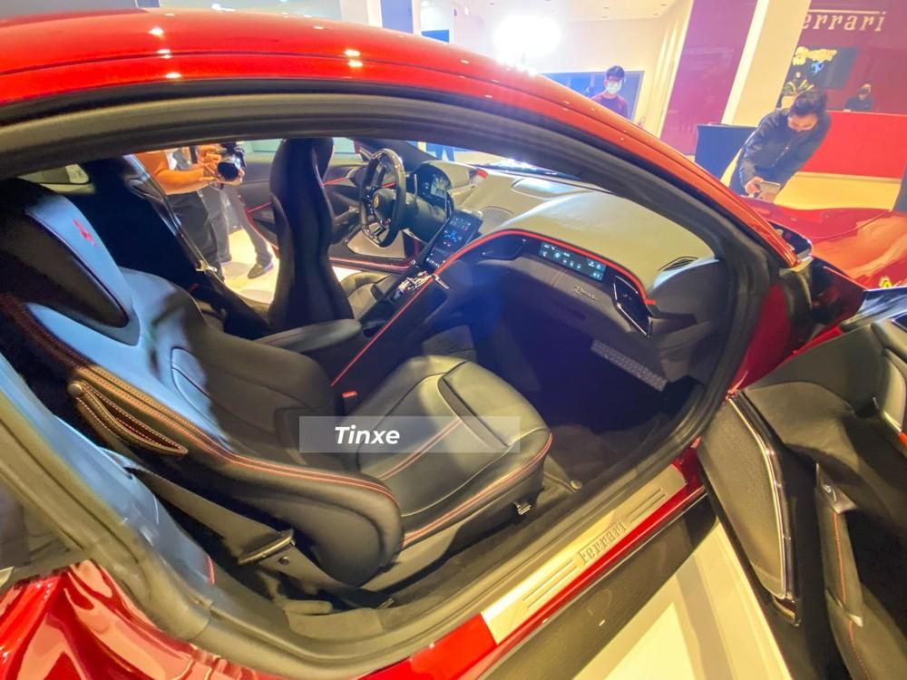 Nội thất xe Ferrari Roma