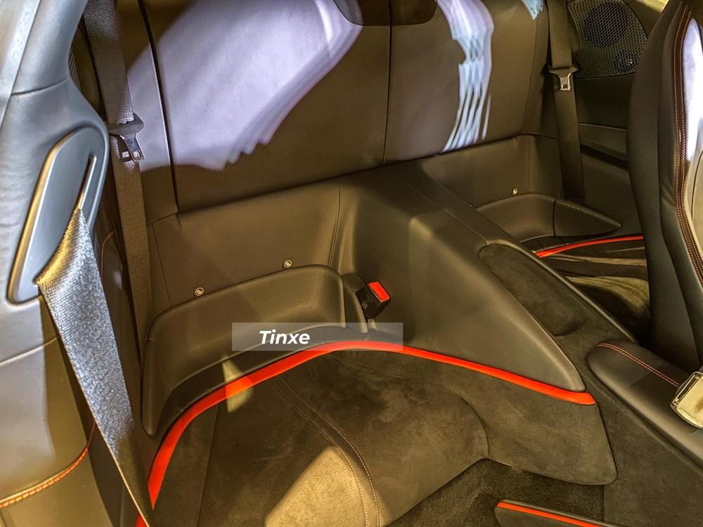 Hàng ghế phía sau của siêu xe Ferrari Roma