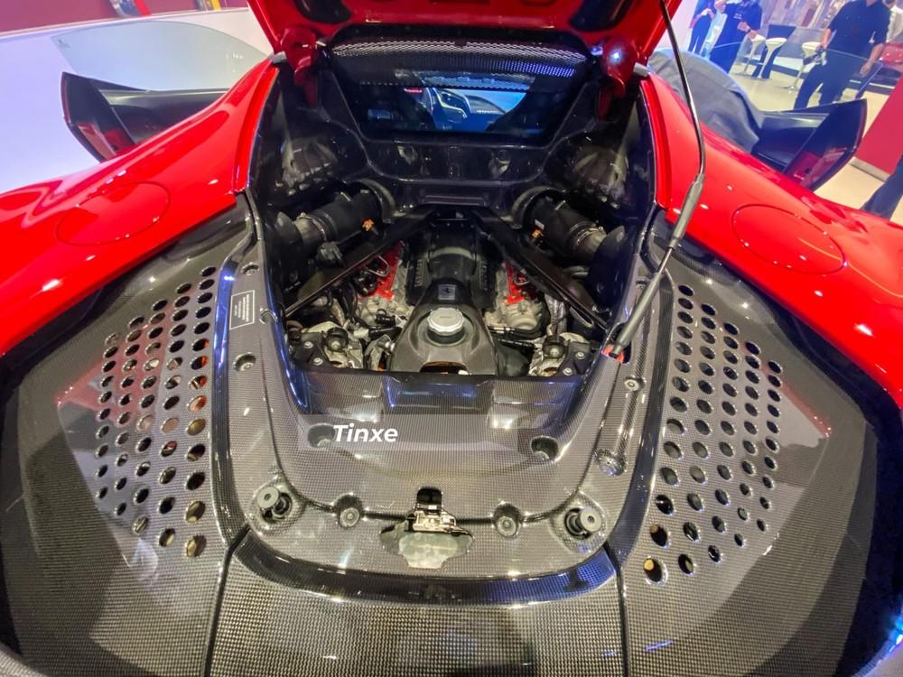 SF90 Stradale là mẫu siêu xe Ferrari thương mại đầu tiên trang bị hệ dẫn động plug-in hybrid