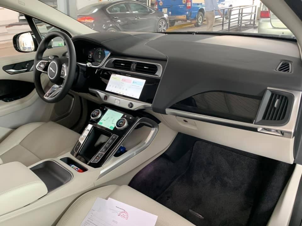 Nội thất Jaguar i-Pace có phần đơn giản nhưng tinh tế, hiện đại và thông minh.