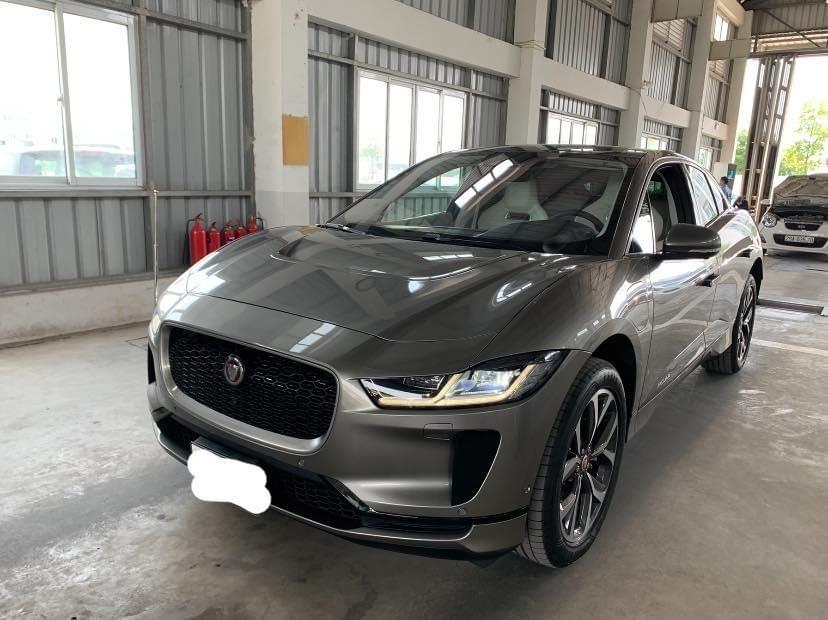 Hình ảnh chiếc Jaguar i-Pace đi đăng kiểm tại Hà Nội.