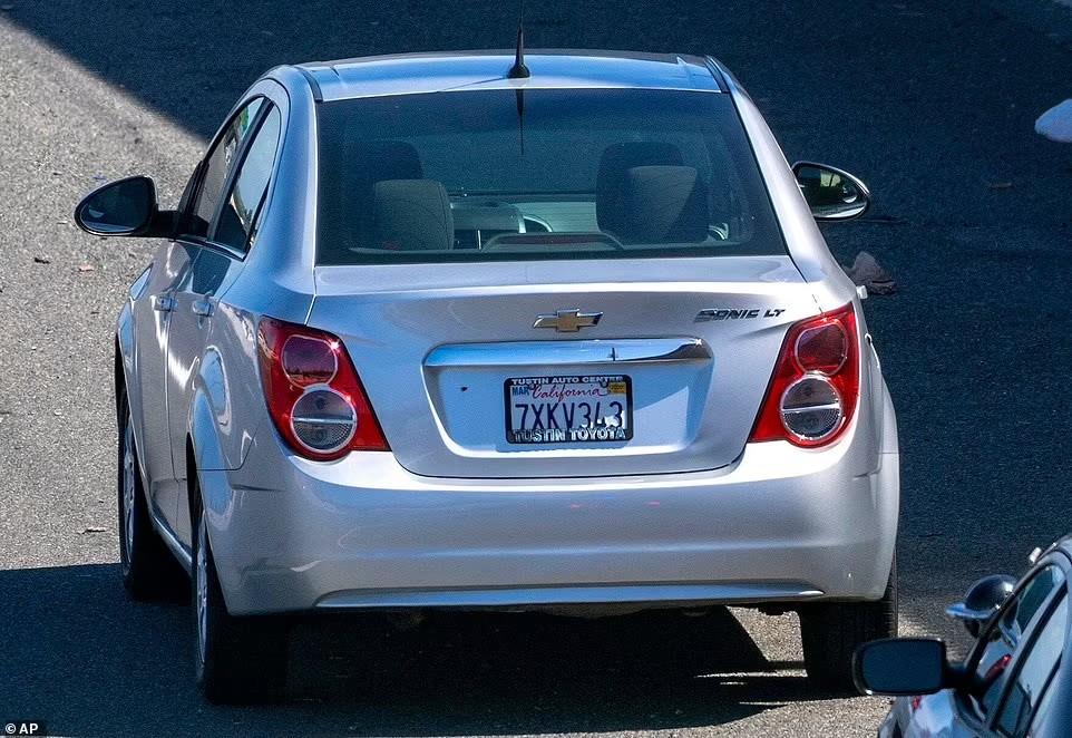 Chiếc Chevrolet Sonic bị bắn từ phía sau