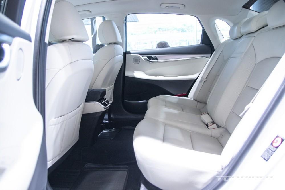 Hàng ghế sau của Hyundai Grandeur Le Blanc 2021