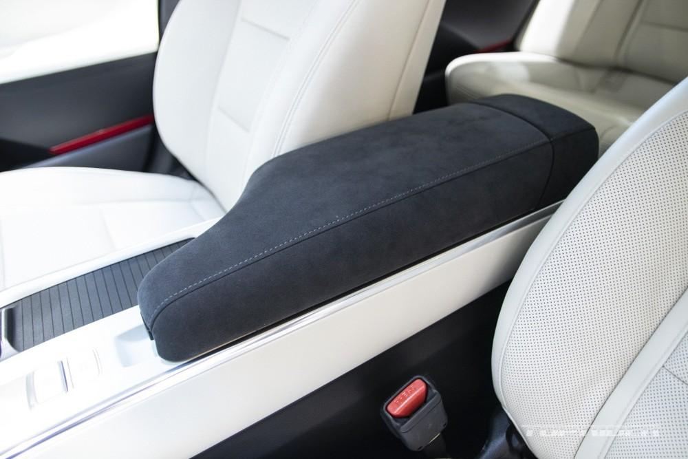 Bệ tì tay ở hàng ghế trước của Hyundai Grandeur Le Blanc 2021