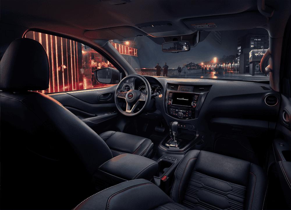 Nội thất của Nissan Navara.