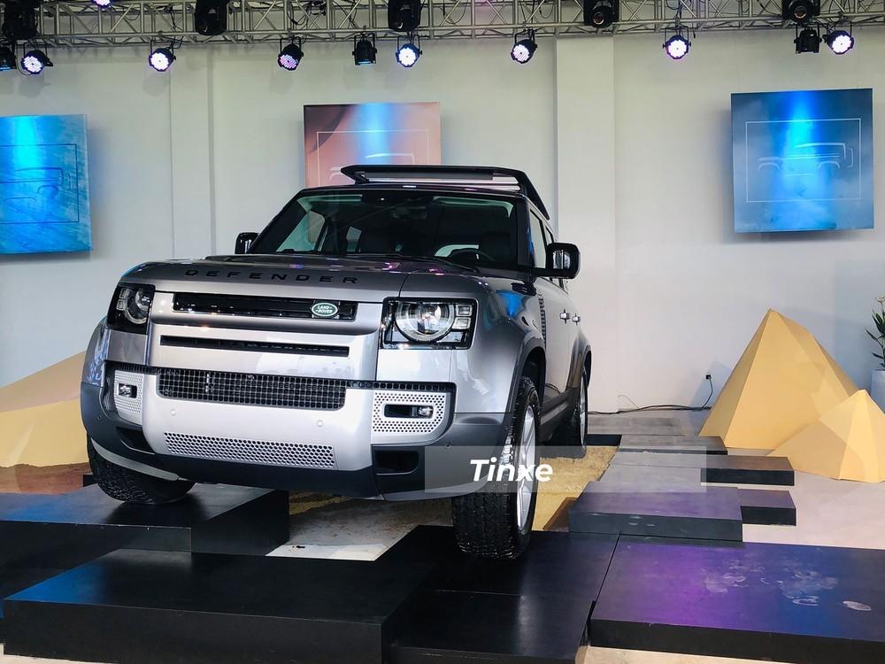 Khách hàng đặt mua Land Rover Defender 2021 sẽ phải chờ dài cổ mới được nhận xe
