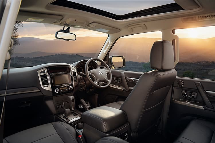 Nội thất của Mitsubishi Pajero Final Edition 2021