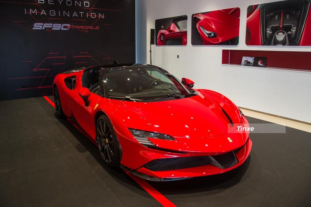 Trước khi Ferrari SF90 Stradale chính hãng về nước, có 2 chiếc xe Ferrari SF90 Stradale không chính hãng đã được nhập về phục vụ các đại gia. 1 trong 2 chiếc xe đó được chào bán hơn 2 triệu đô la