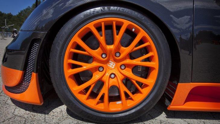 Lốp siêu xe Bugatti Veyron