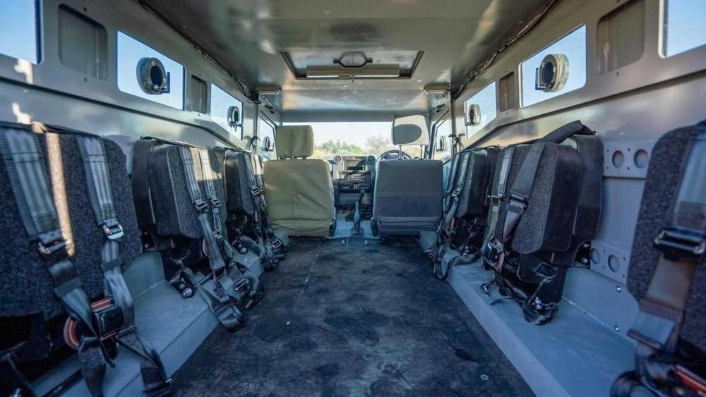 SVI Max 3 Troopy có chỗ ngồi cho tất cả 8 người