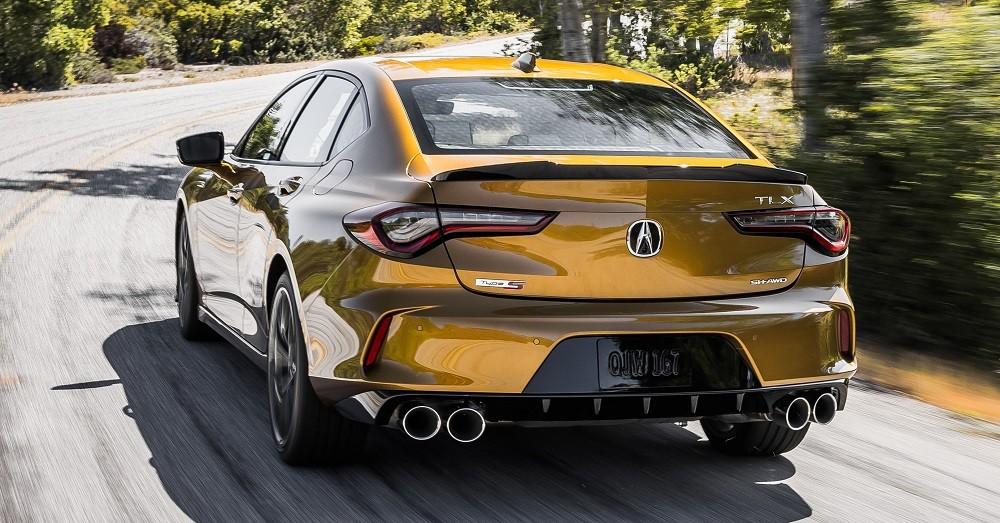 Acura TLX 2021 nhìn từ phía sau