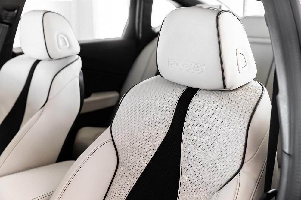 Ghế bọc da phối da lộn của Acura TLX 2021