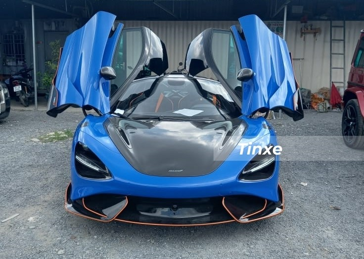 Hình ảnh chiếc siêu xe giới hạn McLaren 765LT lúc mới được thông quan