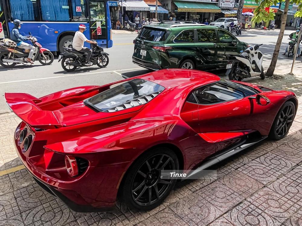 Chiếc siêu xe Ford GT đầu tiên về nước có màu đỏ sẫm