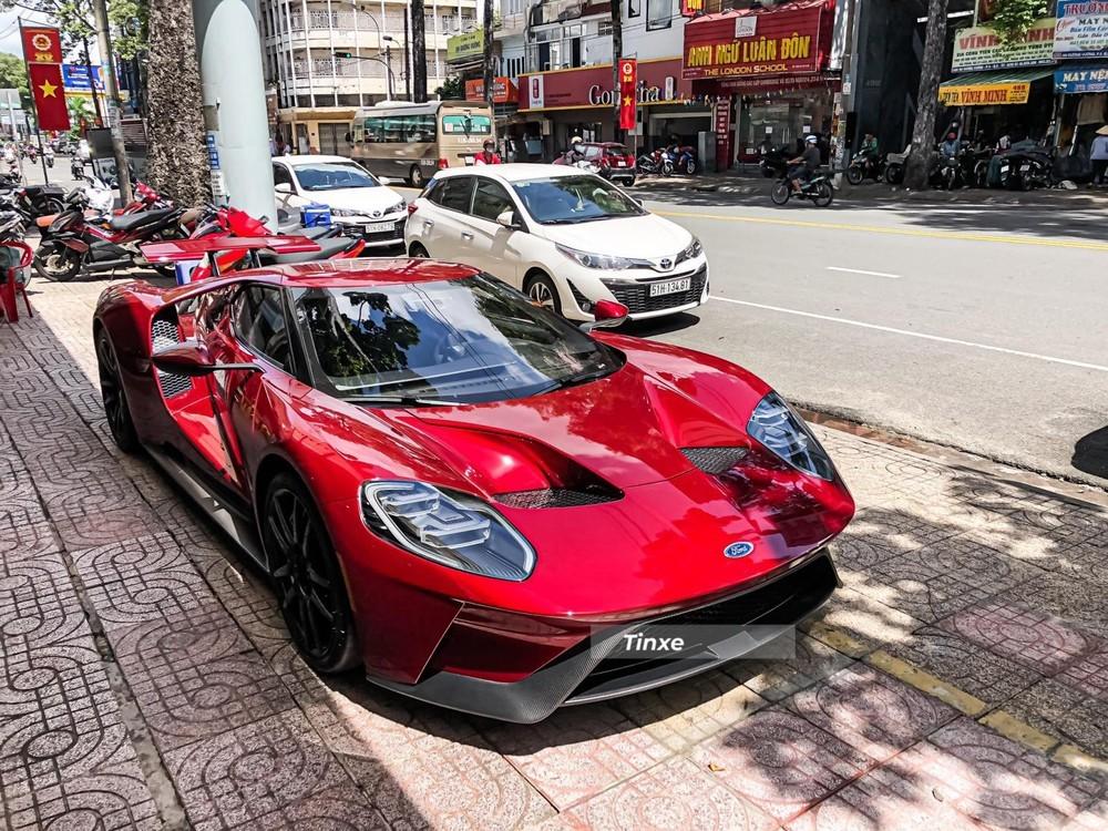 Siêu xe Ford GT thế hệ thứ 2 đầu tiên về Việt Nam