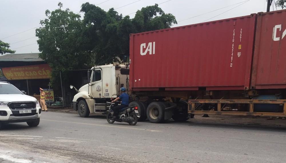 Chiếc xe container tại hiện trường vụ tai nạn