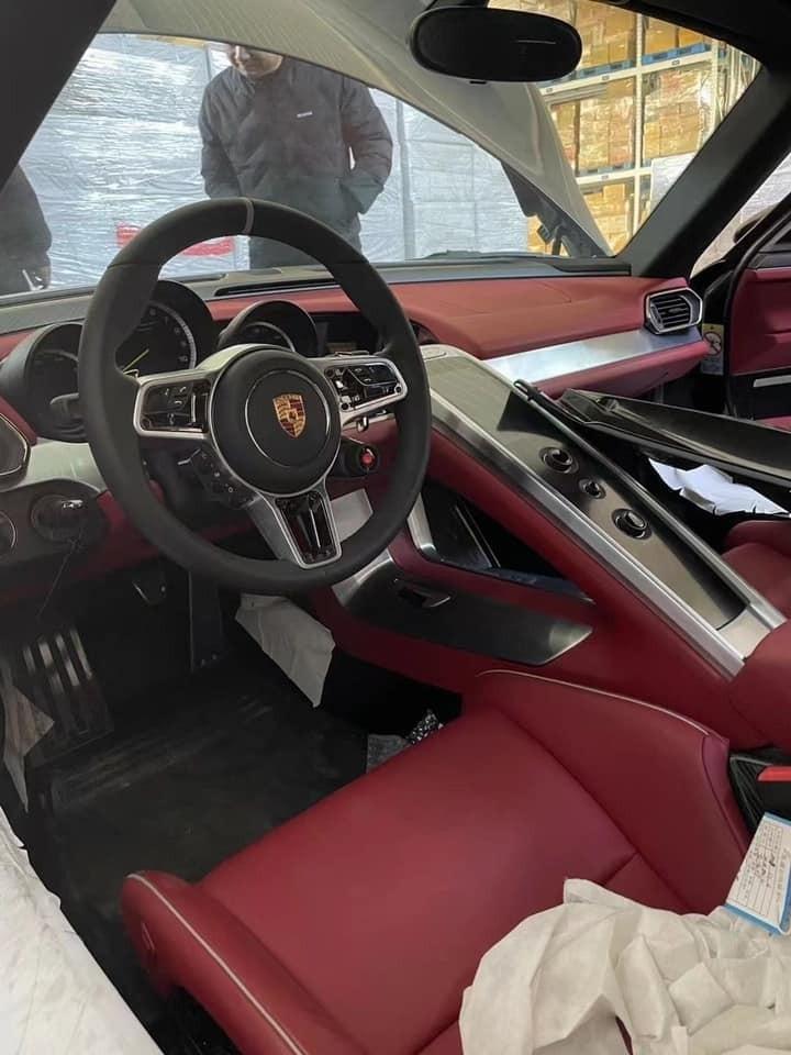 Nội thất của chiếc siêu xe Porsche 918 Spyder