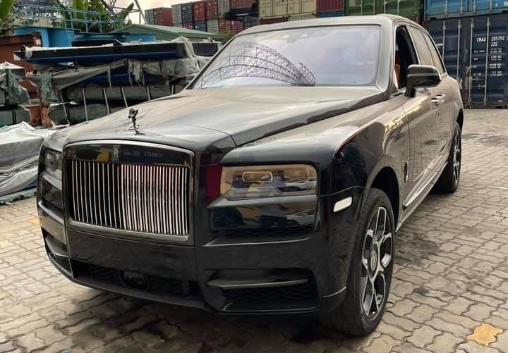 Rolls-Royce Cullinan Black Badge tiếp tục về nước phục vụ nhà giàu Việt
