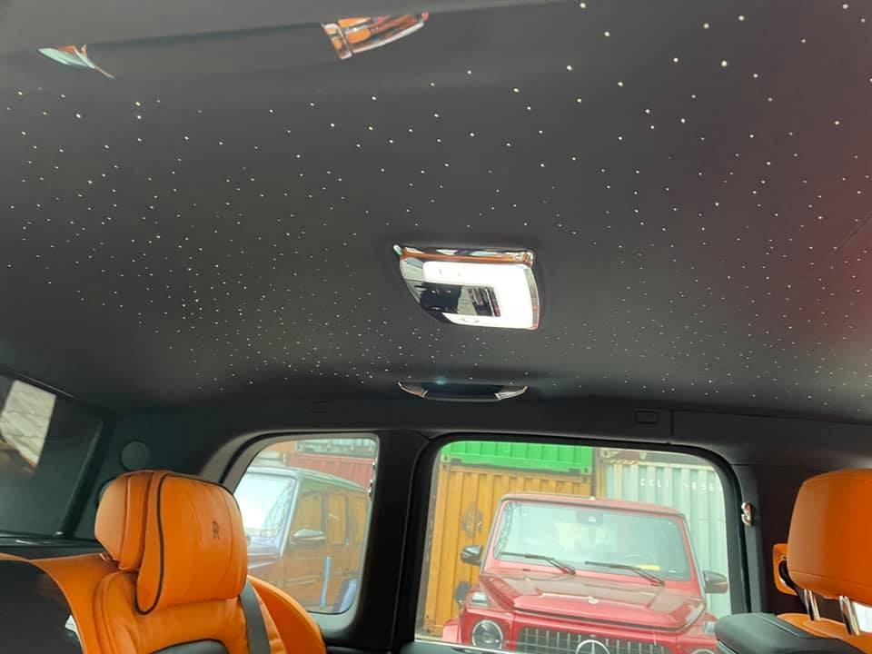 Bầu trời đầy sao của Rolls-Royce Cullinan Black Badge