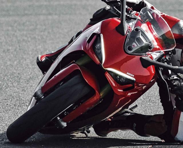Thiết kế đèn pha hấp dẫn trên Ducati Supersport 950 2021