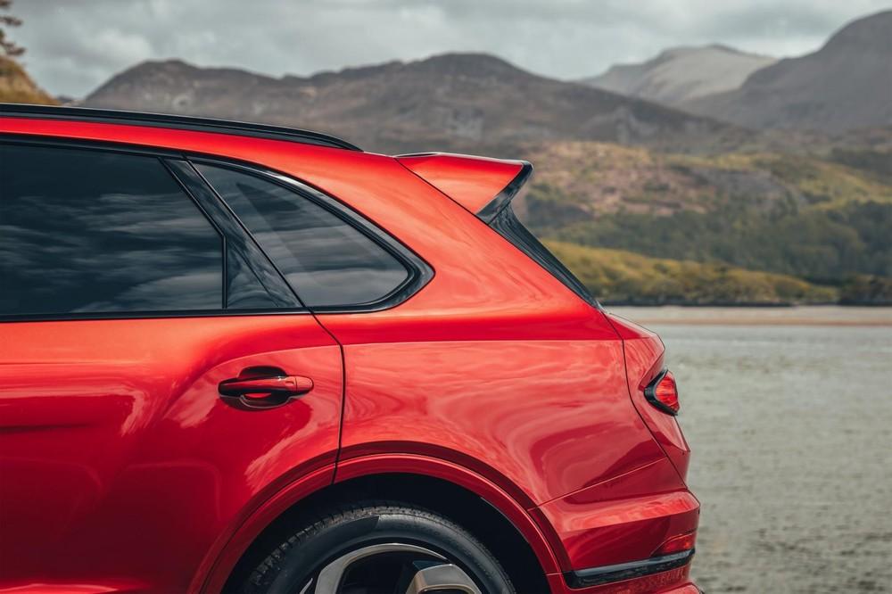 Bentley Bentayga S 2022 dùng động cơ V8 giống bản tiêu chuẩn