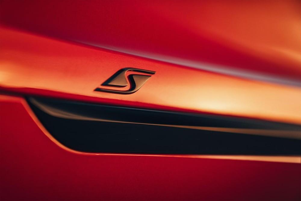 Logo hình chữ S của Bentley Bentayga S 2022