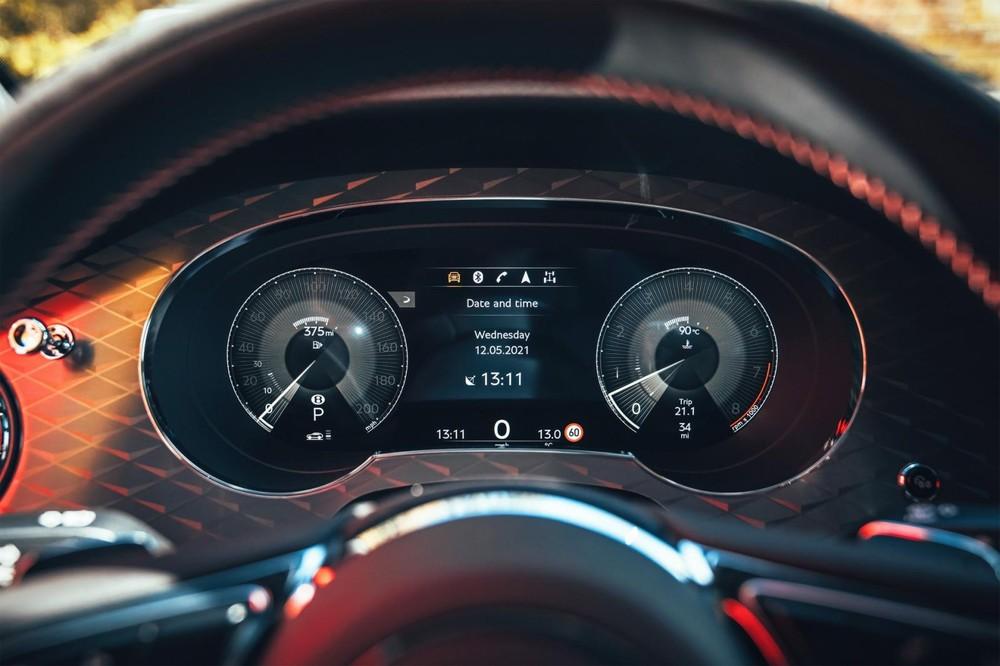 Bảng đồng hồ của Bentley Bentayga S 2022