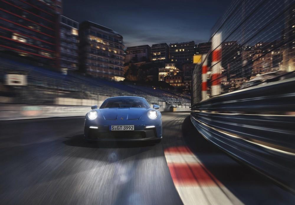 Cận cảnh thiết kế đầu xe của Porsche 911 GT3 2022