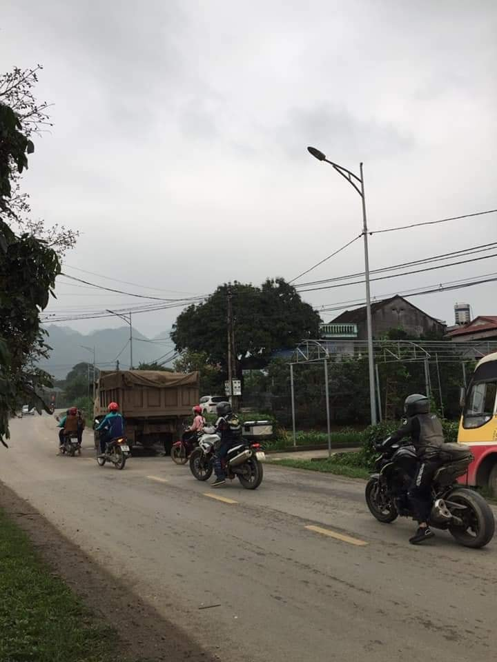 Chiếc xe ben tại hiện trường vụ tai nạn