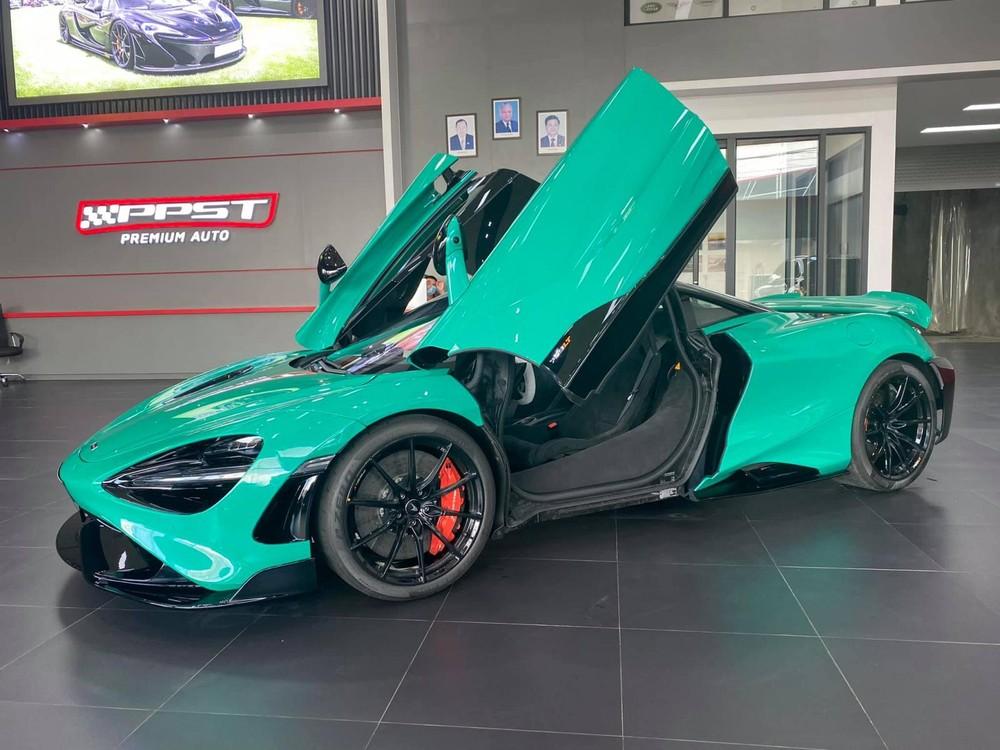 Siêu xe giới hạn McLaren 765LT chỉ được sản xuất giới hạn 765 chiếc. Xe về Lào có màu sơn xanh Tokyo Cyan
