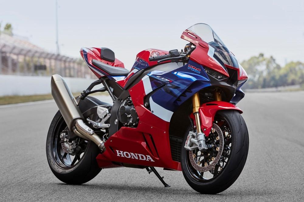 """Honda CBR1000RR-R Fireblade SP được lấy cảm hứng từ mẫu xe đua MotoGP khiến giới chơi xe tại Việt Nam không khỏi xuýt xoa""""."""