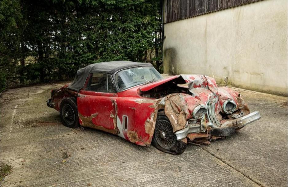 Hư hỏng hoàn toàn song chiếc Jaguar XK150S 1960 vẫn được đấu giá 90.000 Bảng