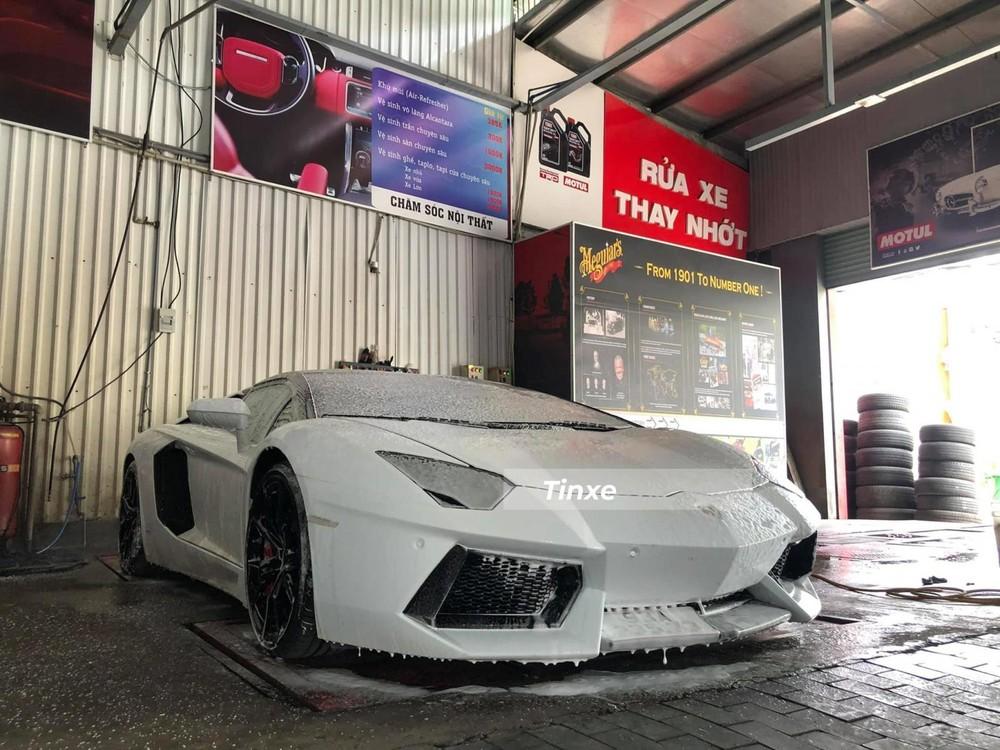 Đây là 1 trong 2 chiếc siêu xe mui trần Lamborghini Aventador LP700-4 tại Việt Nam
