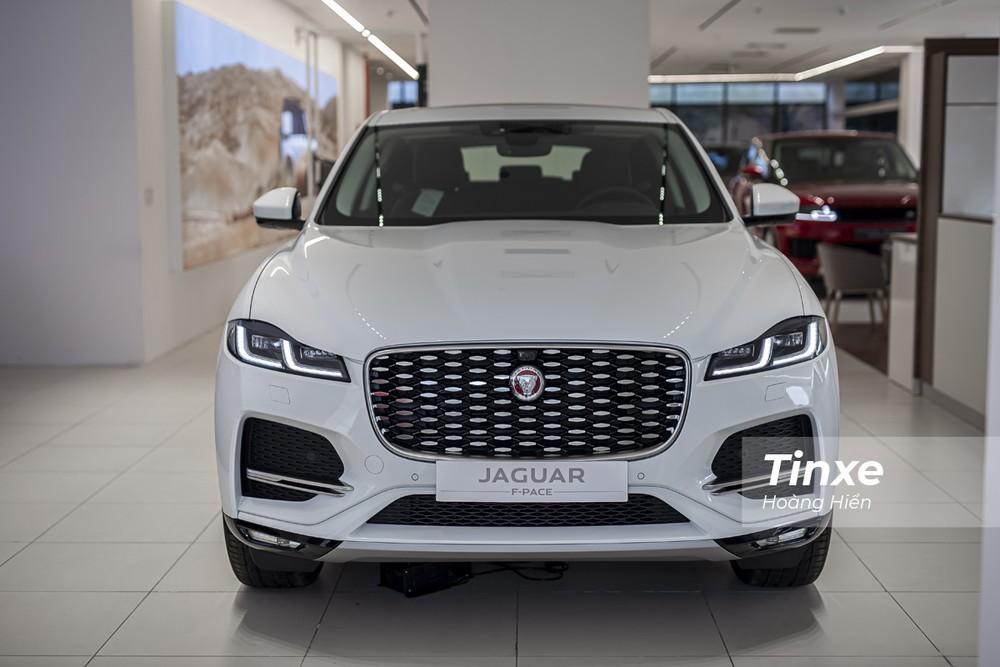 Jaguar F-Pace 2021 chắc chắn sẽ làm thỏa mãn những khách hàng khó tính tại Việt Nam dù cho giá xe có phần cao hơn các đối thủ.