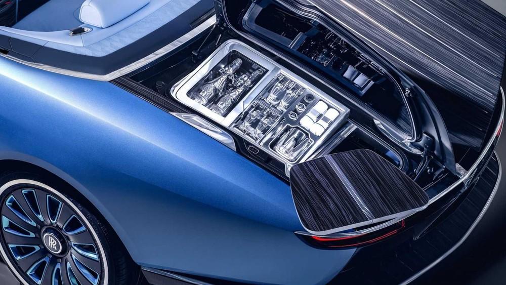 Tủ lạnh chứa rượu champagne của Rolls-Royce Boat Tail