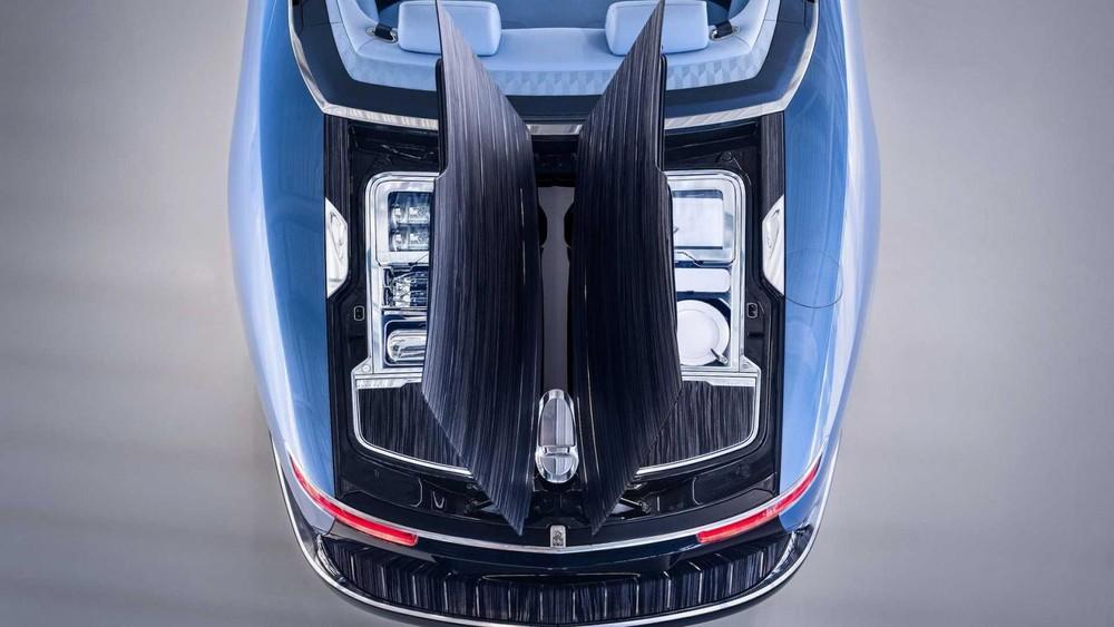 Rolls-Royce Boat Tail còn có bộ đĩa sứ