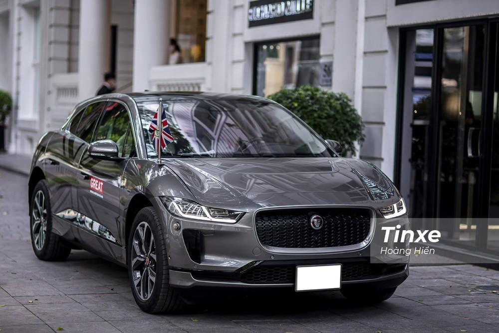 Jaguar i-Pace được trang bị cụm 432 pin lithium-ion với công suất 90 kWh khiến mẫu xe này có thể hoàn thành quãng đường tối đa lên đến 475 km