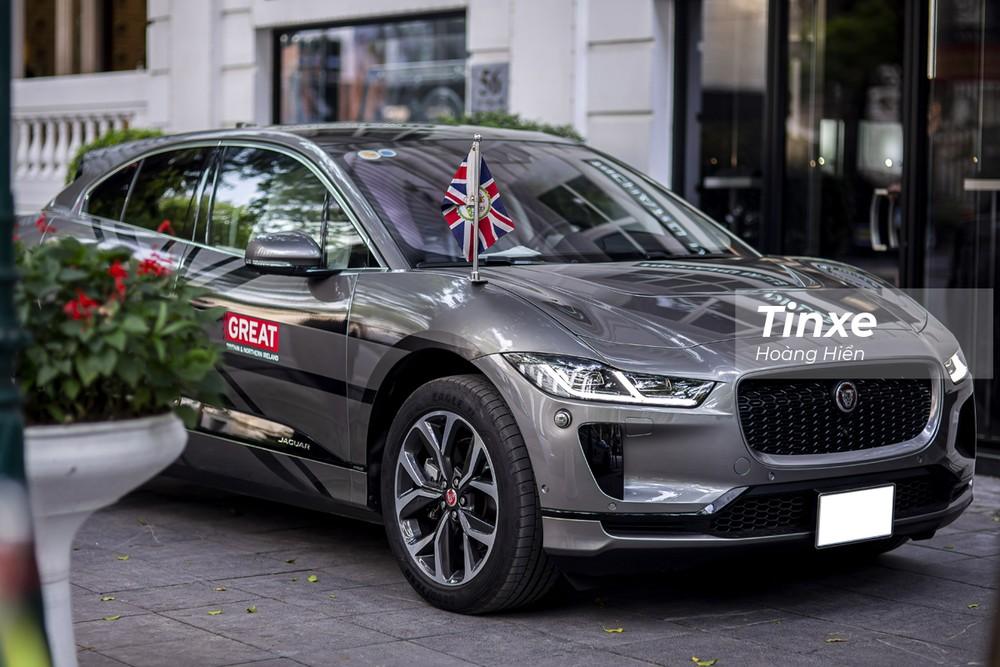 Ngoại thất Jaguar i-Pace 2021 mang thiết kế của một chiếc crossover hay là hatchback cỡ lớn hơn là một chiếc xe thuần SUV.