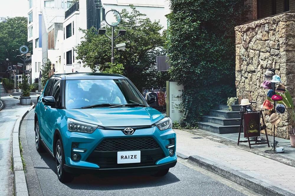Toyota Raize có kích thước tổng thể là 3.995 x 1.620 x 1.695 mm (D x R x C).