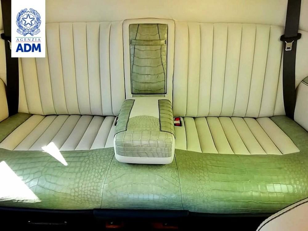 Hàng ghế sau của chiếc Rolls-Royce Phantom bị tịch thu