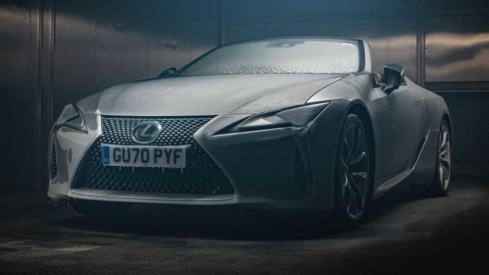 Chiếc Lexus LC 500 Convertible 2021 đã nằm im 12 tiếng trong một buồng lạnh -18 độ C