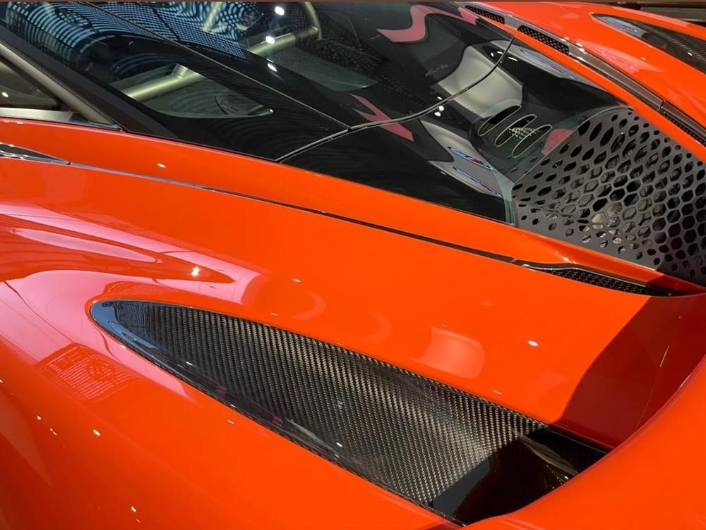 Thêm 1 chi tiết khác của chiếc McLaren 765LT này là carbon